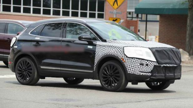 2018 Lincoln MKC Black Label side view