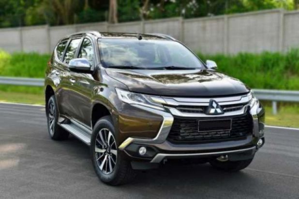 2018 mitsubishi pajero comes with bold and aggressive look 2019 and 2020 new suv models. Black Bedroom Furniture Sets. Home Design Ideas
