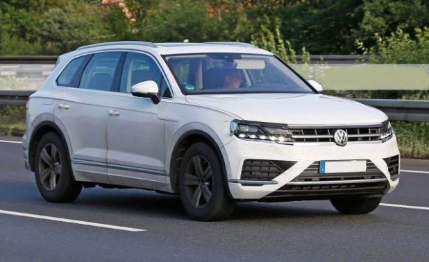 2019 VW Touareg side