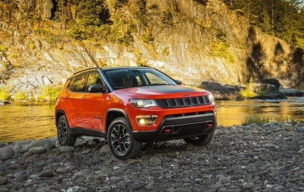 2019 Jeep Compass Trailhawk front view