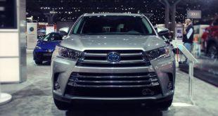2019 Toyota Highlander Hybrid front
