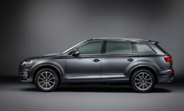 2019 audi sq7 side view