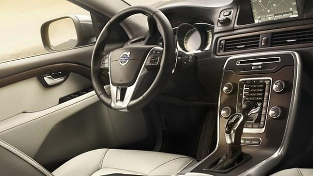 2019 Volvo XC70 interior