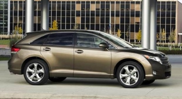 2019 Toyota Venza side view