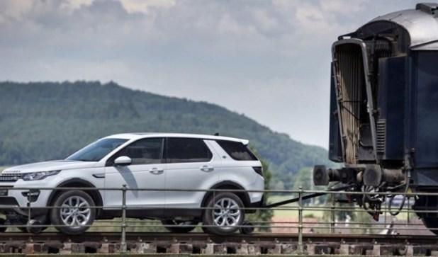 2020 Ford Explorer Hybrid side view
