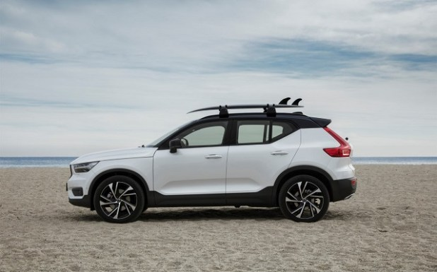 2020 Volvo XC40 side view