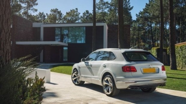 2020 Bentley Bentayga rear view
