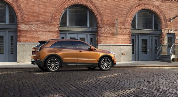 2020 Cadillac XT4 side view