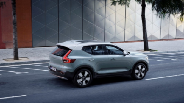 2020 Volvo XC70 side view