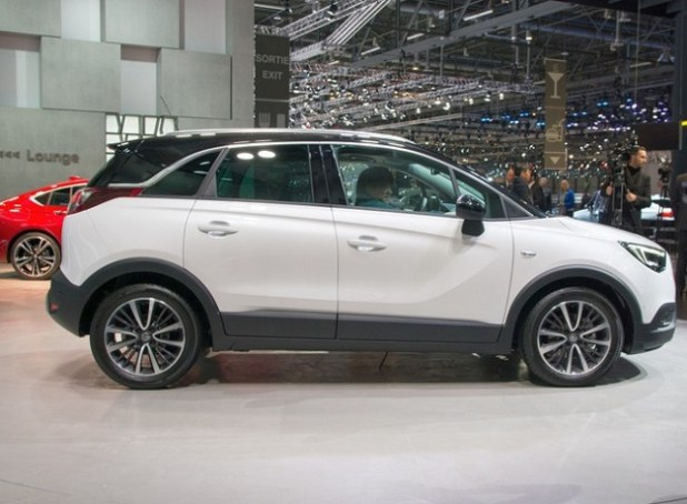 2020 crossland x side view