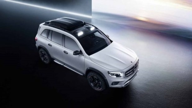 2020-mercedes-benz-glb-top-view