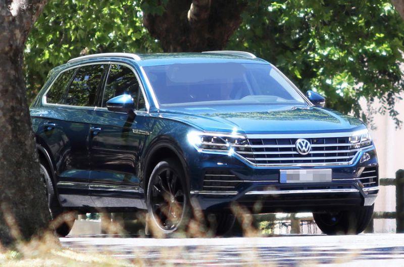 2019-Volkswagen-Touareg.jpg