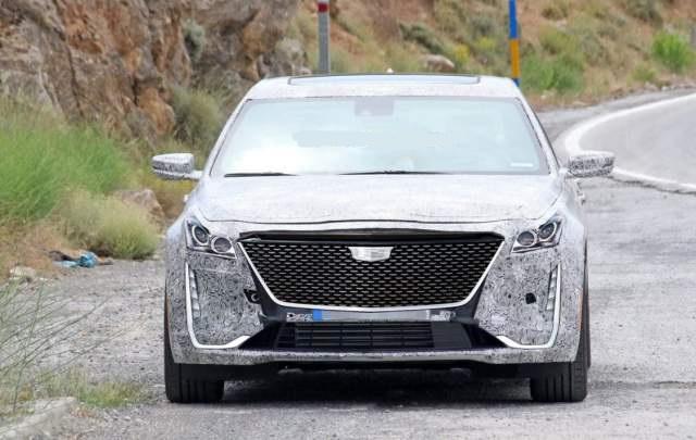 2019 Cadillac XT6 spy shot