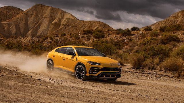 2019 Lamborghini Urus front