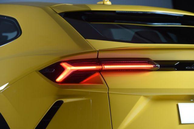 2019 Lamborghini Urus rear
