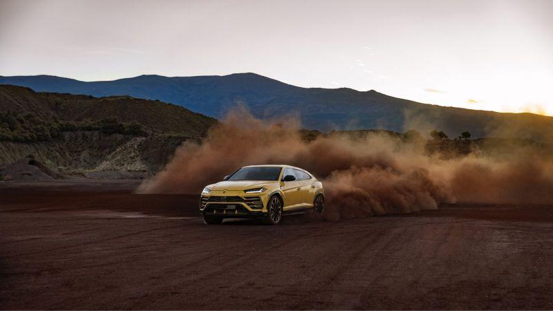 2019-Lamborghini-Urus.jpg