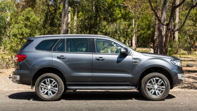 2019 Ford Everest side