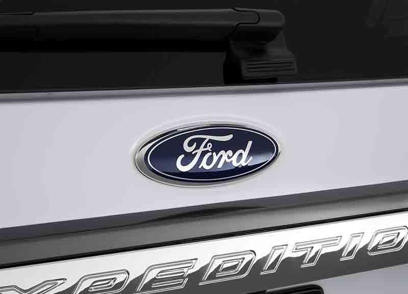 2019-Ford-Expedition-Hybrid-badge-1.jpg