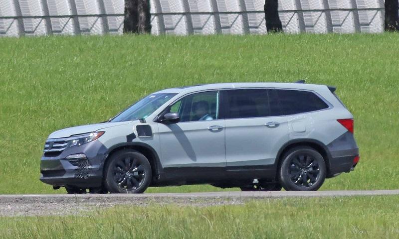 2020-Honda-Pilot-hybrid-spied.jpg