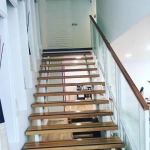 Nämä portaat vievät uuden The Lookin uuteen, avaraan ja valoisaan toimistoon jossa konsultoinnit tullaan jatkossa tekemään.