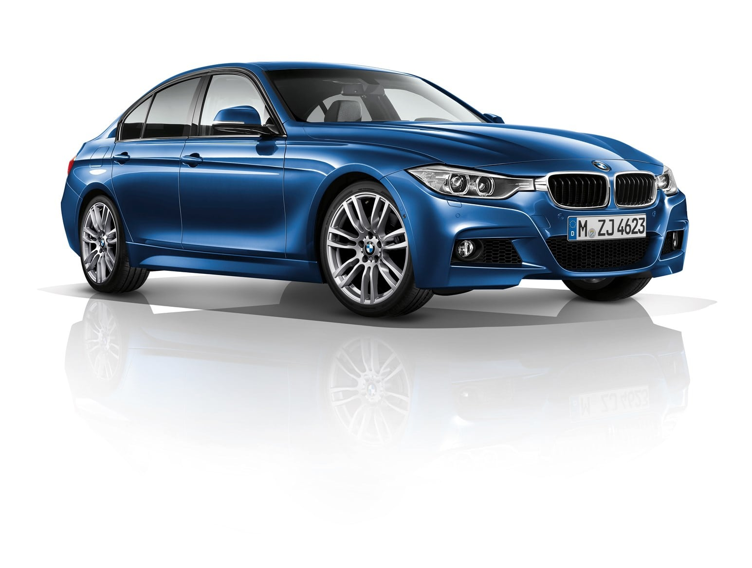 2020 BMW 330e Wallpaper