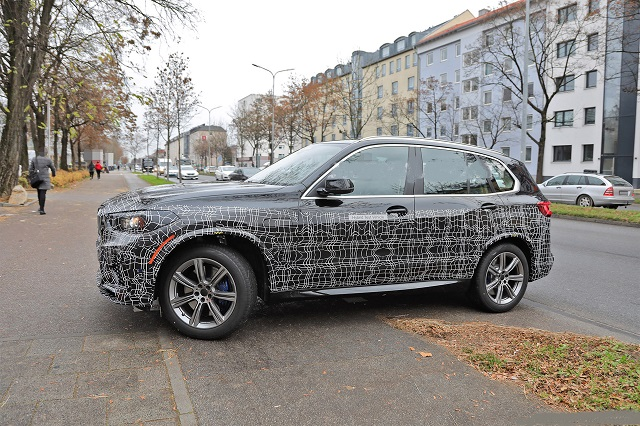 2023 BMW X5 SIDE