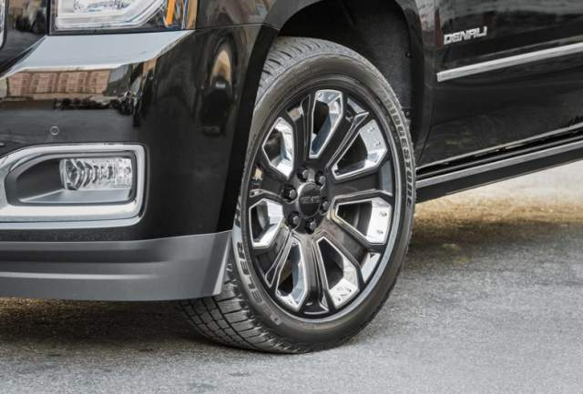 2018 GMC Yukon Denali Ultimate Black Edition wheel
