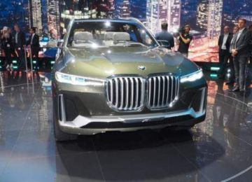 2019 BMW X7 fuel cell SUV front