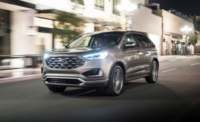 2019 Ford Edge Titanium Elite Package front