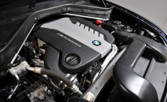 2019 BMW X5M engine
