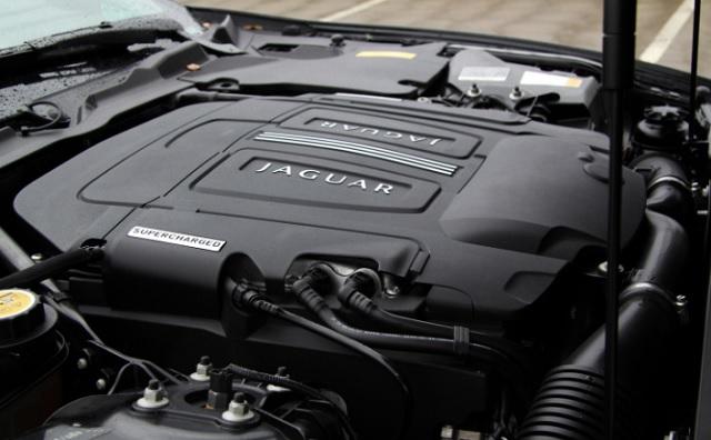 2019 Jaguar F-Pace SVR engine