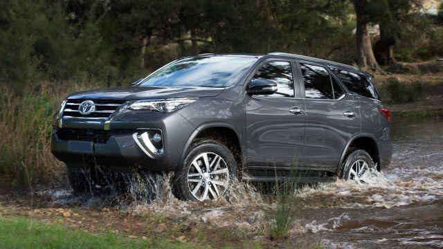 2019 Toyota Fortuner side