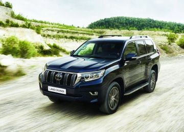 2019 Toyota Land Cruiser front