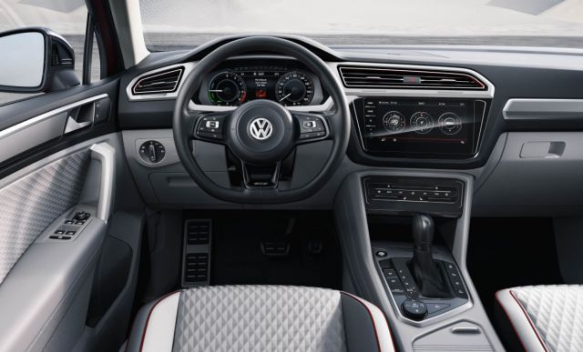 2019 VW Tiguan GTE interior