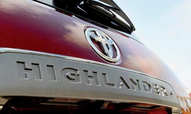 2020 Toyota Highlander badge
