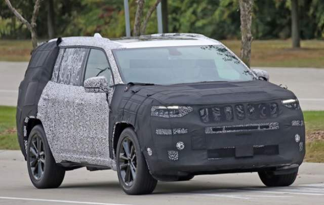 Jeep Grand Wagoneer or Grand Commander spied