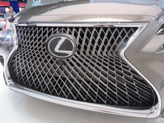 2019 Lexus GX 460 grille