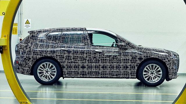 2021 BMW iNext spied