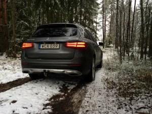 Mercedes GLC i skogen