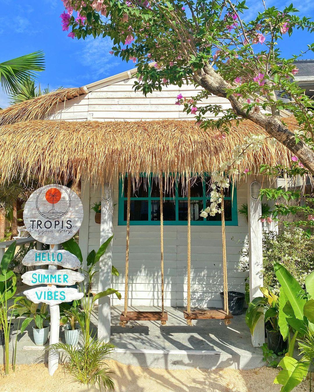 Cafe Tropis UMS Solo