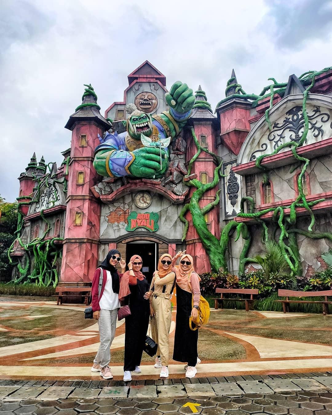Wahana Saloka Theme Park