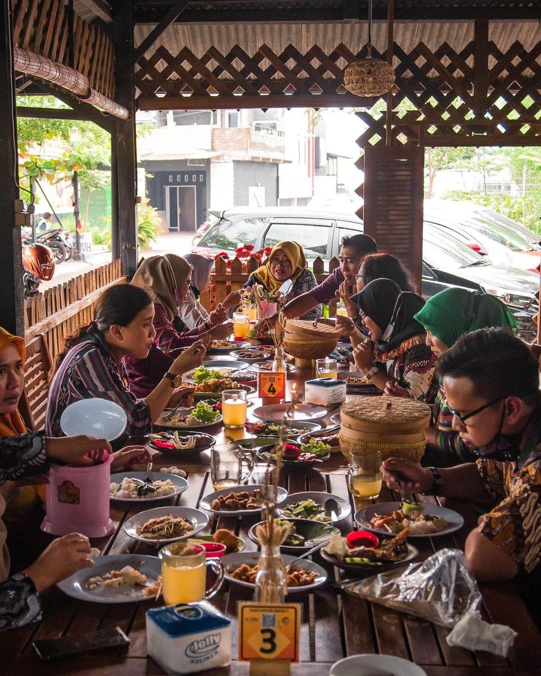 Wisata Kuliner Waroeng Tjandi