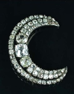 A Georgian diamond crescent brooch, diameter 4.2cm,  circa 1800