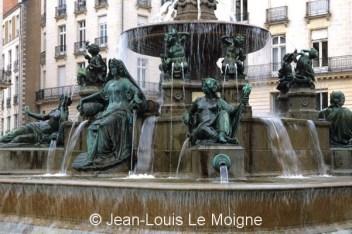 44-nantes-fontaine-place-royale-loi178