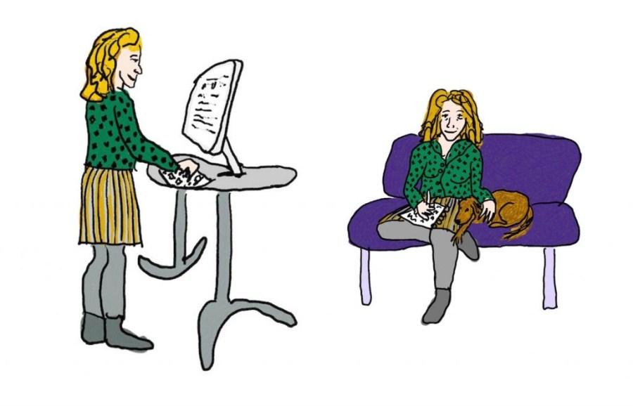 Staande schrijver achter computer en bankzittende schrijver met notitieblok