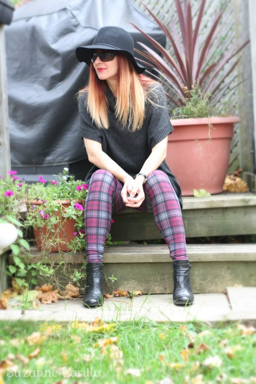 How to style plaid leggings for Fall and winter. Easy outfit ideas for plaid.