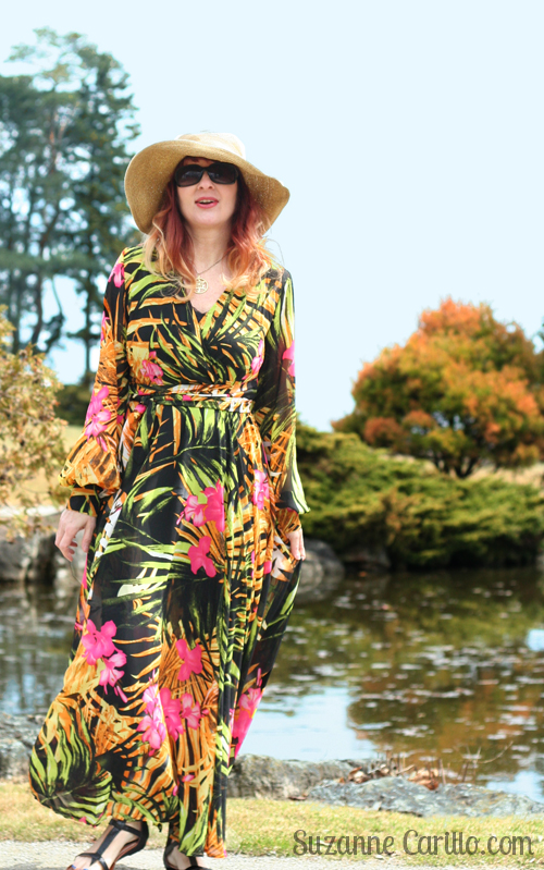 how to wear a bold maxi dress over 40 walk trendy