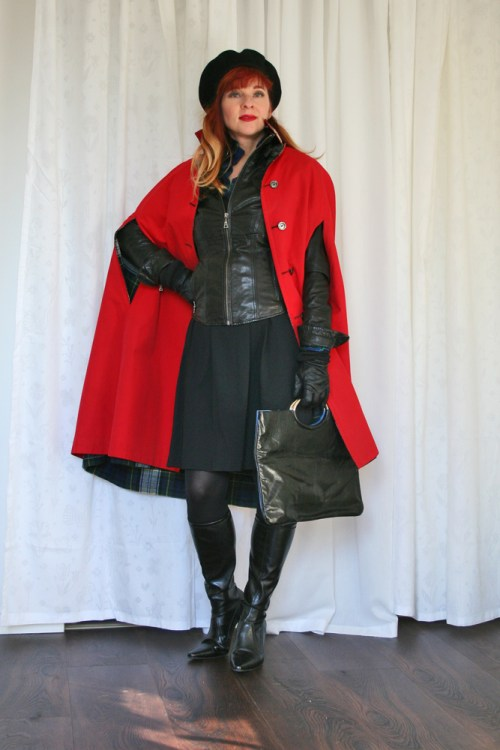 Chic leather style for women over 40. Black leather jacket red cape