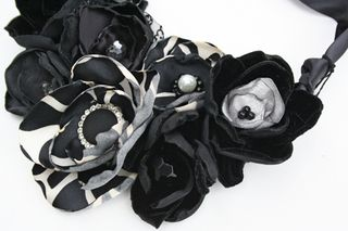 Black and white necklace500