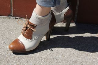 Brown heeled oxfords shoes